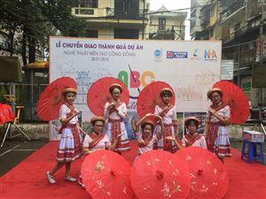 """Chào mừng thành công của dự án """"nghệ thuật kiến tạo cộng đồng"""" tại khu tập thể phụ nữ phường Láng Thượng."""